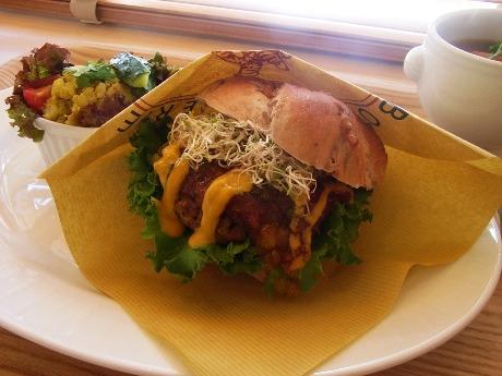 スープとサラダが付いた「Lovingバーガーセット」(1,000円)